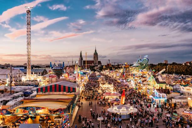 Luftbild auf Oktoberfest in München bei Sonnenuntergang Stunde – Foto