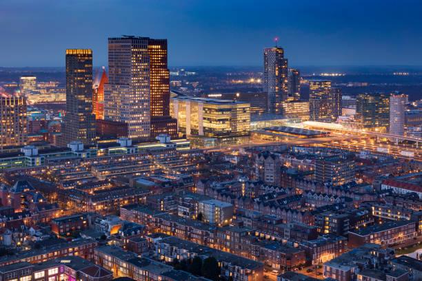 luchtfoto van het centrum van den haag - den haag stockfoto's en -beelden