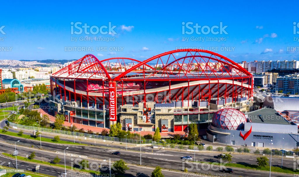 Aerial view over Benfica Lisbon soccer stadium called Estadio da Luz - CITY OF LISBON, PORTUGAL - NOVEMBER 5, 2019 - Royalty-free Ambiente Foto de stock