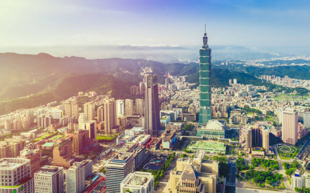 Vue aérienne au-dessus du centre-ville de Taipei à l'aube - Photo