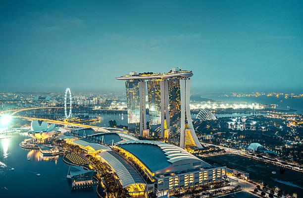 aerial view over singapore  with marina bay sands hotel, singapore - singapur fotografías e imágenes de stock
