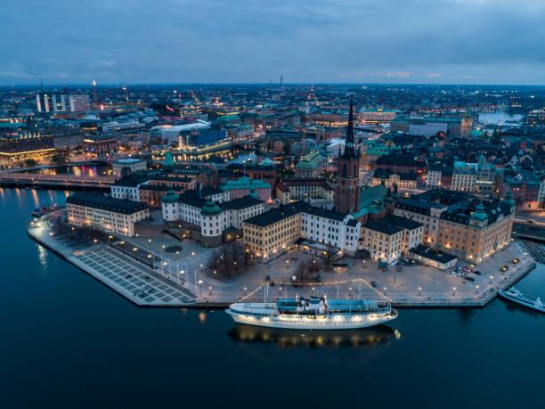 vista aérea sobre estocolmo - sol nascente horizonte drone cidade - fotografias e filmes do acervo