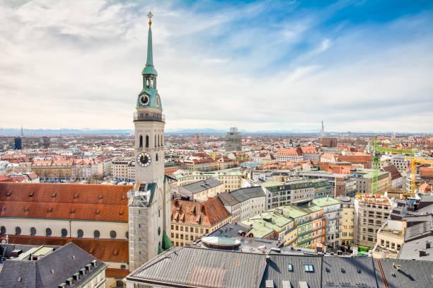 flygfoto över staden münchen - sankt peterskyrkan münchen bildbanksfoton och bilder