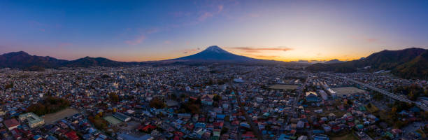 Luftbild-Panorama des Fuji in der Stadt Fujiyoshida, Yamanashi, Japan. – Foto