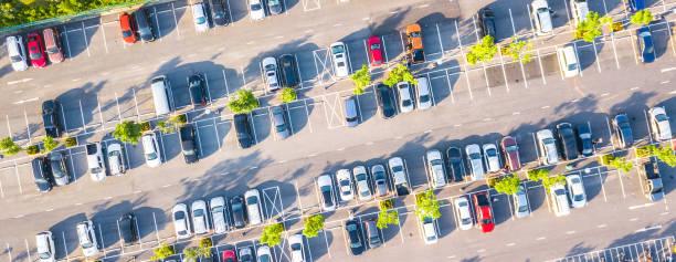 Luftbild-Parkplatz und Auto – Foto
