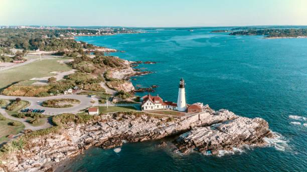 luchtfoto portland head lighthouse-maine usa - new england verenigde staten stockfoto's en -beelden