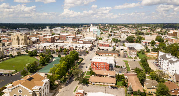 aerial view quaint charming and humble over springfield missouri - missouri zdjęcia i obrazy z banku zdjęć