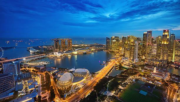 vista aérea de la bahía marina de singapur al atardecer - singapur fotografías e imágenes de stock