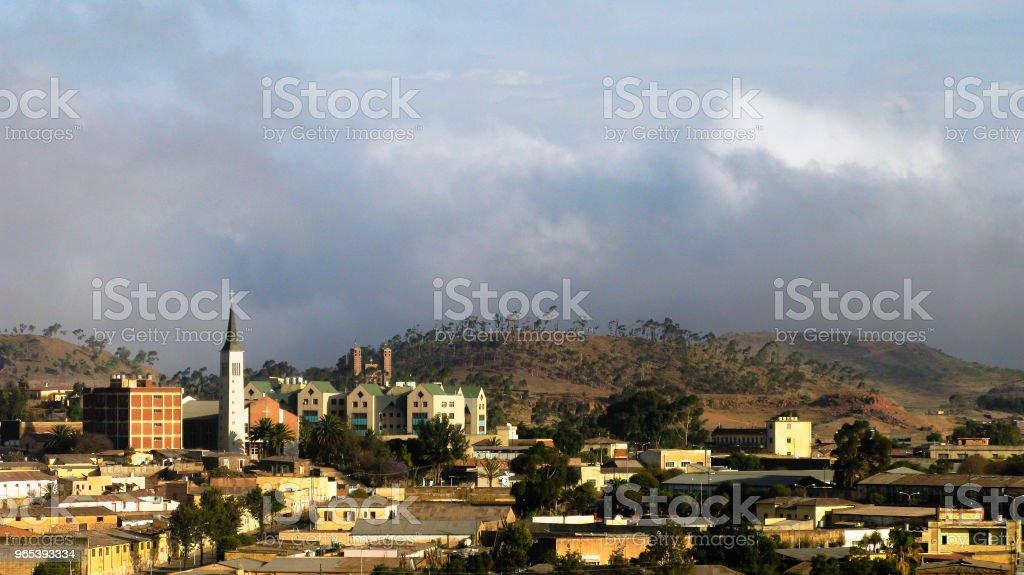向厄立特里亞首都阿斯馬拉的鳥瞰圖 - 免版稅全景圖庫照片