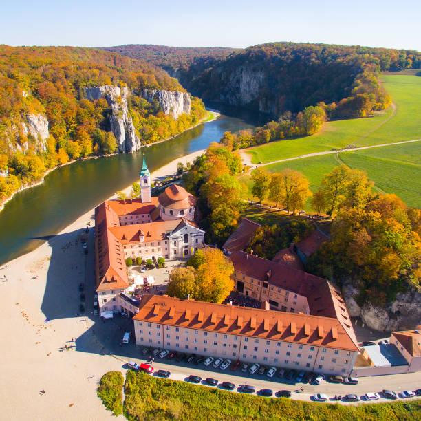 Blick ins Querformat, in der Nähe von Weltenburg Abbey - Kloster Weltenburg an der Donau in Bayern, Deutschland. – Foto