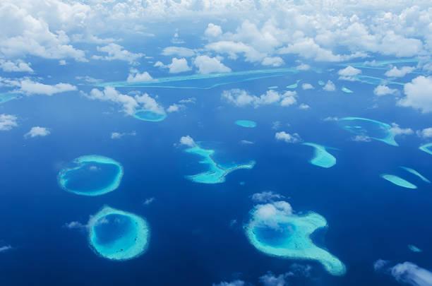 Veduta aerea verde laguna tropicale - foto stock