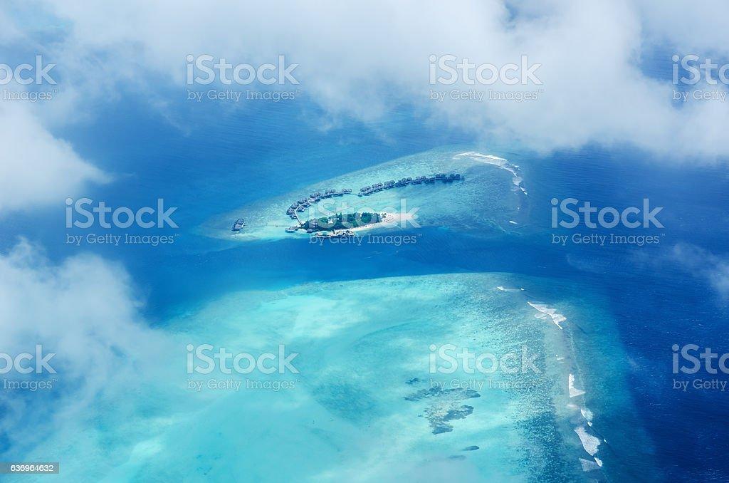 Veduta aerea dell'isola tropicale delle maldive resort - foto stock