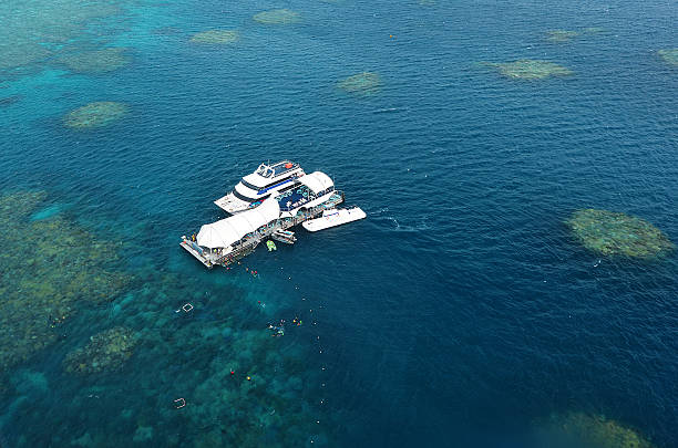 aerial view with marine diving platform in great barrier reef - great barrier reef marine park stock pictures, royalty-free photos & images