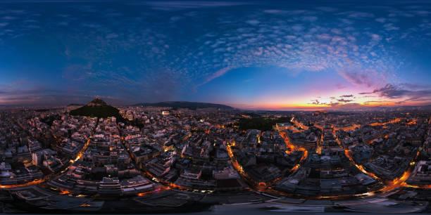 panorama aéreo vr360 del centro de atenas, grecia con vistas a la colina de lycabettus, la plaza syntagma, la acrópolis y la costa al atardecer - 360 fotografías e imágenes de stock
