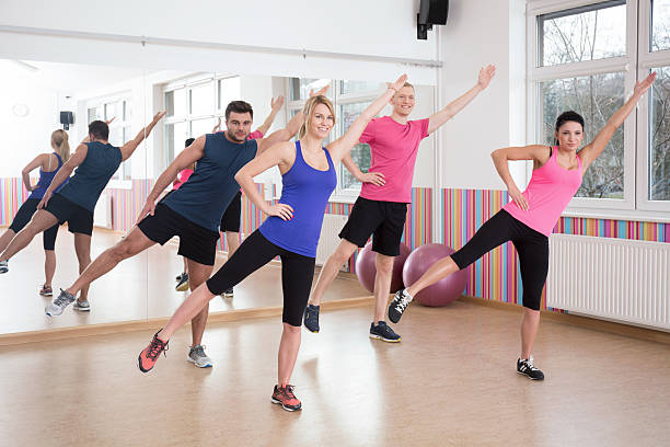 advanced training anaerobic aerobic weight training The difference between aerobic exercise and strength exercise is that aerobic means with oxygen strength training typically falls under anaerobic forms of exercise which means without oxygen.