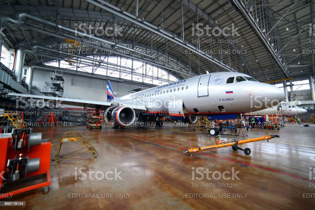 Commandes de Airbus A320 VP-BWD Aeroflot dans un hangar de maintenance à l'aéroport international de Sheremetyevo. - Photo