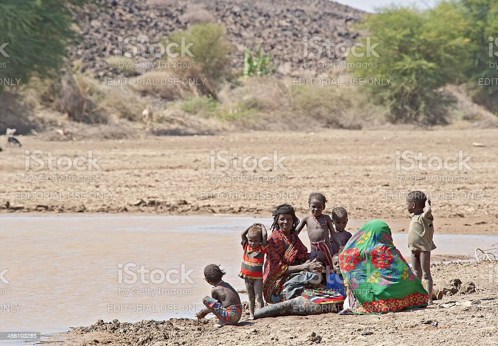 Afar family at the last remaining water hole, Ethiopia​​​ foto