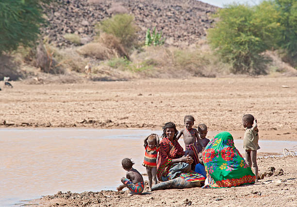 Afar family at the last remaining water hole, Ethiopia foto