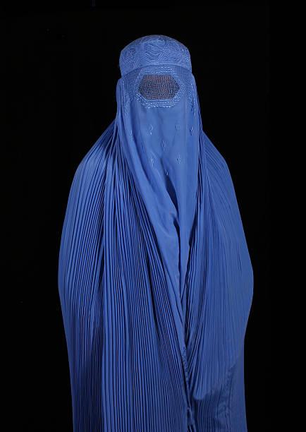 afghanistan frau - burka stock-fotos und bilder