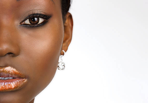 african american beauty portrait auf weißen textfreiraum - airbrush make up stock-fotos und bilder