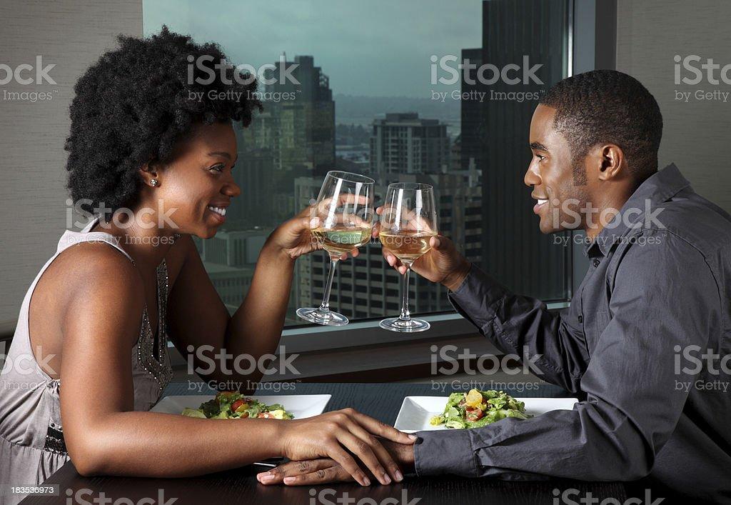 Couple afro-américain sur un dîner en amoureux - Photo