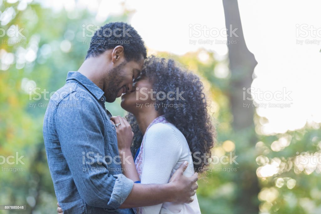 African American couple on date outdoors - foto stock