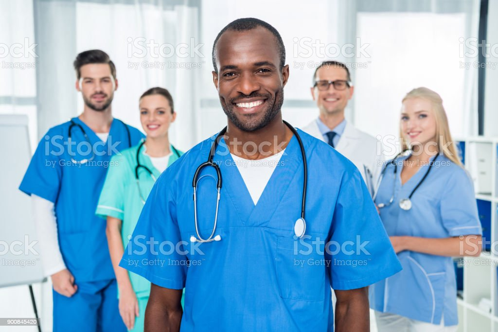 Médico afro-americano - foto de acervo