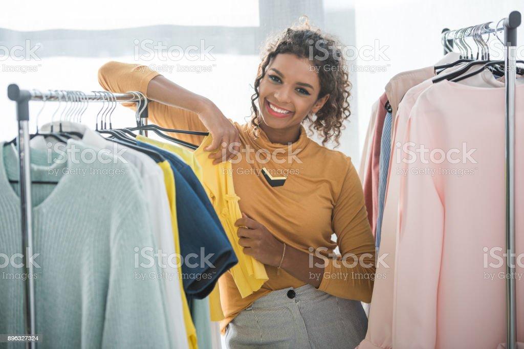 innovative design a5177 2041b Afrikanische Amerikanische Modedesigner Kleidung Stockfoto ...