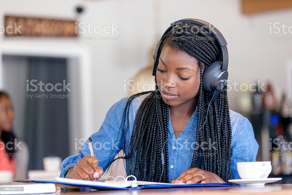 African American female studying at a coffee shop Стоковые фото Стоковая фотография