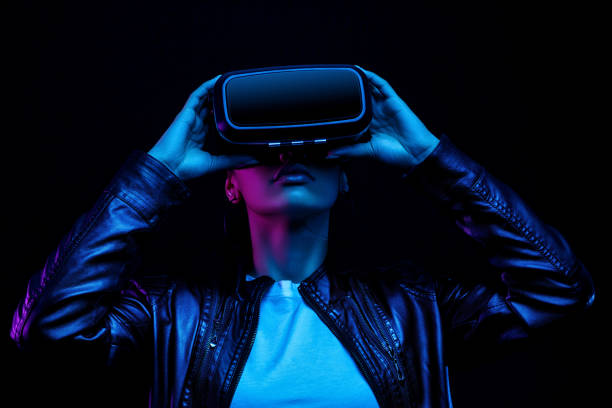 african american girl in vr glasses, watching 360 degree video with virtual reality headset isolated on black background, illuminated by neon lights - ritratto 360 gradi foto e immagini stock