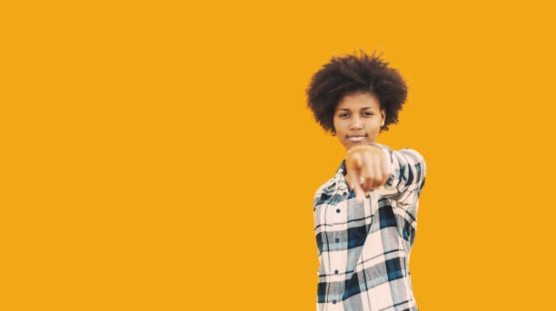 African american hipster girl on yellow background - foto stock