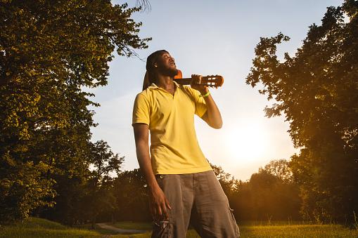 Photo libre de droit de African American Man With Acoustic