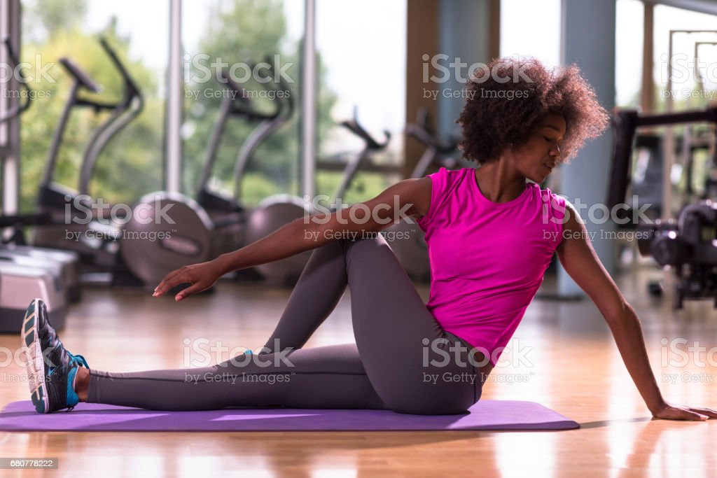 african american woman exercise yoga in gym – Foto