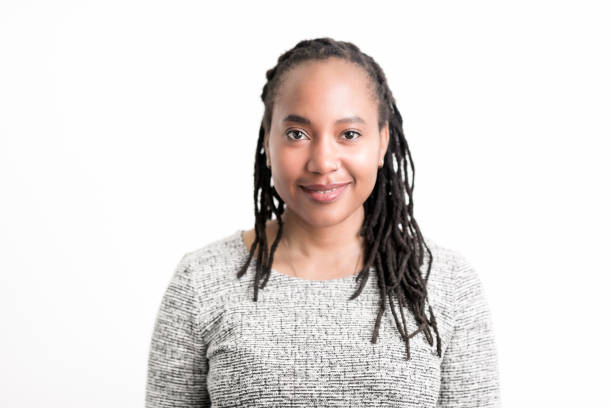 african american woman smiling on white background - immagini su sfondo bianco foto e immagini stock