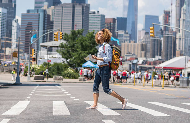 african american woman tourist holding a map in new york - sightseeing in new york stock-fotos und bilder