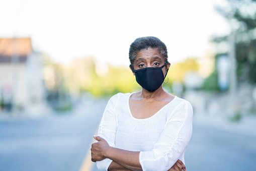 African American woman wearing a mask in the city