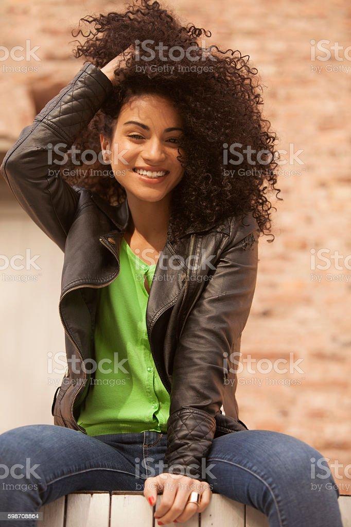 African american young woman smiling - foto de stock