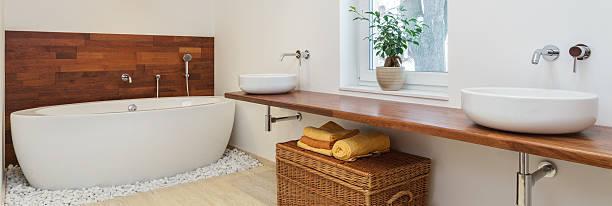 afrikanischer badezimmer - badewanne holz stock-fotos und bilder