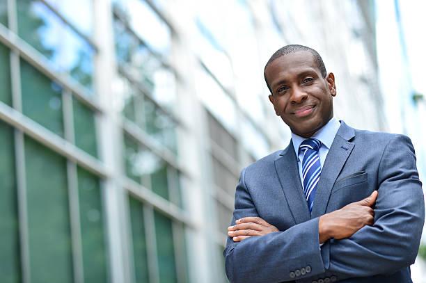 African business Mann hält Arme verschränkt – Foto