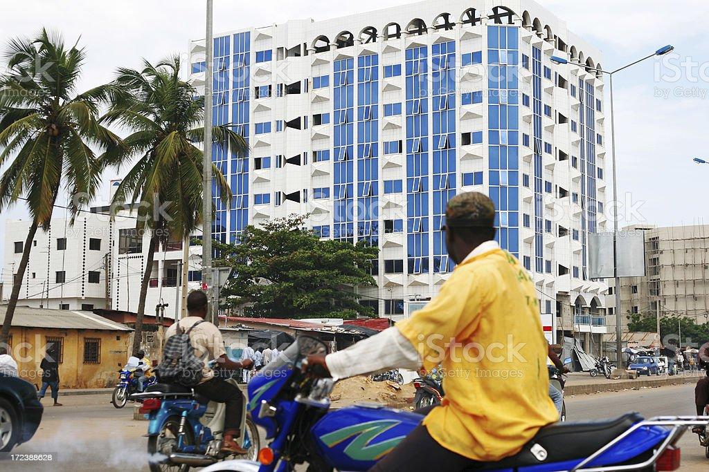Cidade africana tráfego - foto de acervo