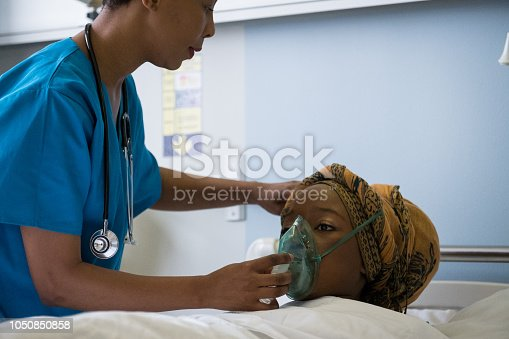 A female African doctor attends to her patient