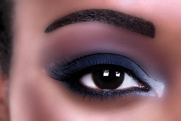 afrikanischer eye make-up - blaues augen make up stock-fotos und bilder