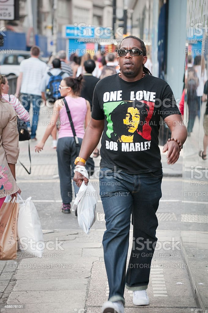 Homme africain portant le Bob Marley t-shirt à Londres - Photo