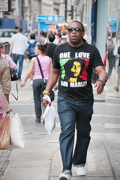 Afrikanische Mann Tragen von Bob Marley-t-shirt in london – Foto