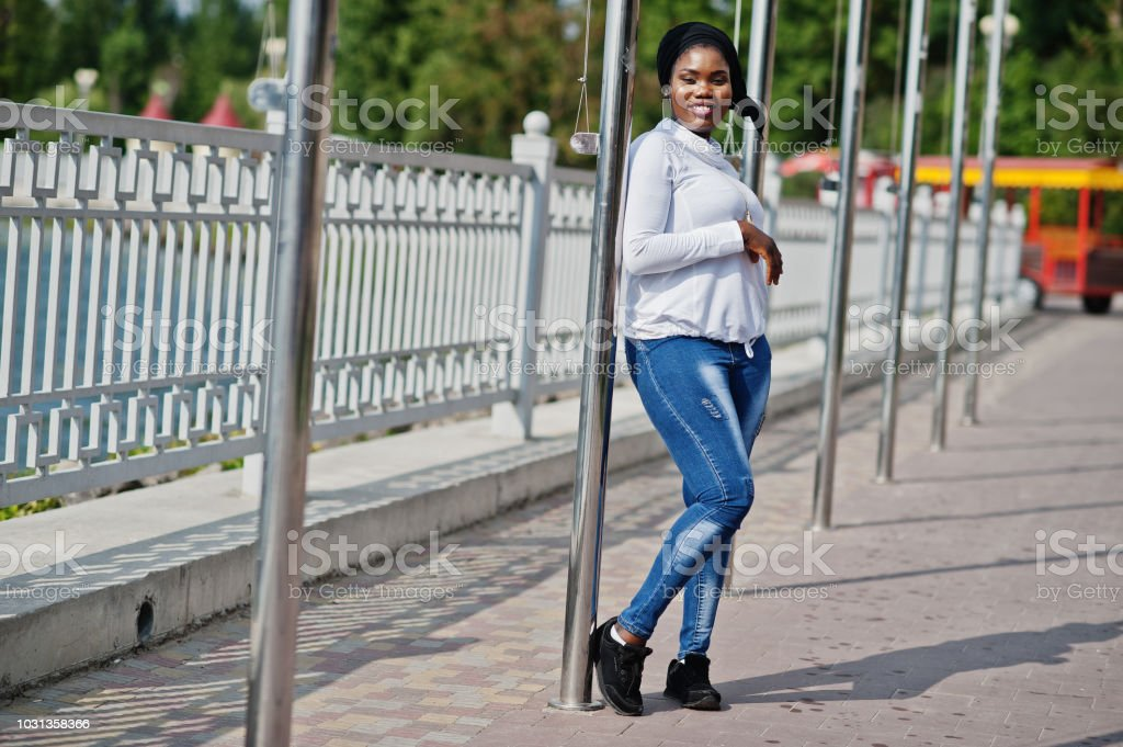 054072785f African Muslim Girl In Black Hijab White Sweatshirt And Jeans Posed ...