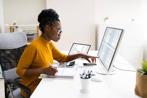 african professional chartered accountant woman - leitende position stock-fotos und bilder