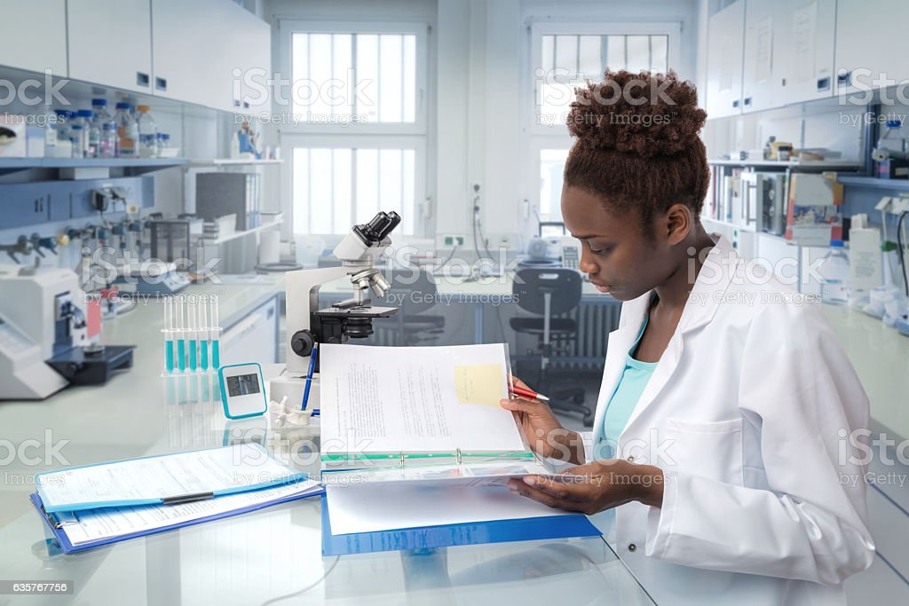 African scientist, medical worker or tech in modern laboratory foto stock royalty-free