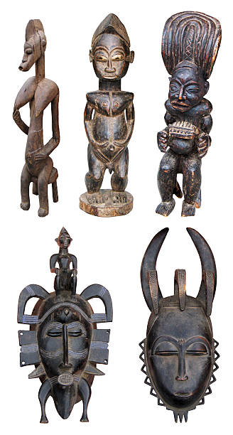 afrikanischer skulpturen - afrikanische masken stock-fotos und bilder
