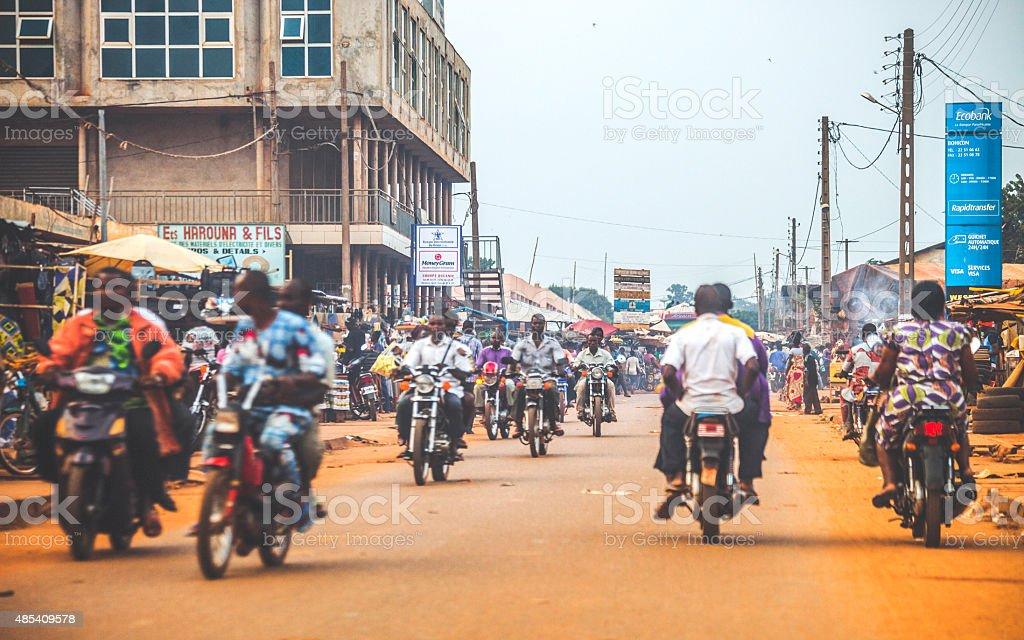 Africana tráfego da cidade. Bohicon, Benin, a África Ocidental. - foto de acervo