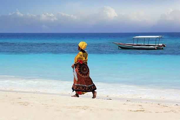 mulher no vestido tradicional africano - fishman imagens e fotografias de stock